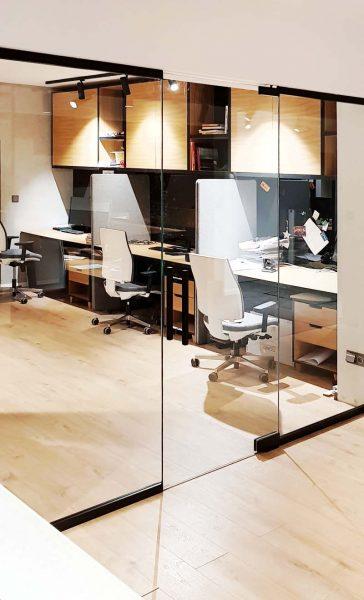 MM STUDIO - elementy szklane w firmie